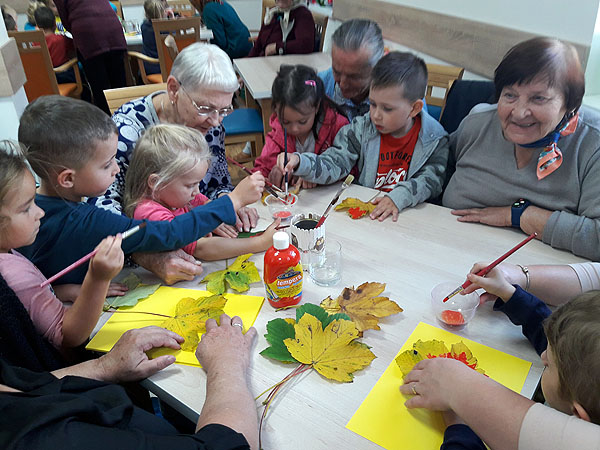 Przedszkolaki w Domu Seniora